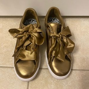 Puma leather gold lace tennis shoes
